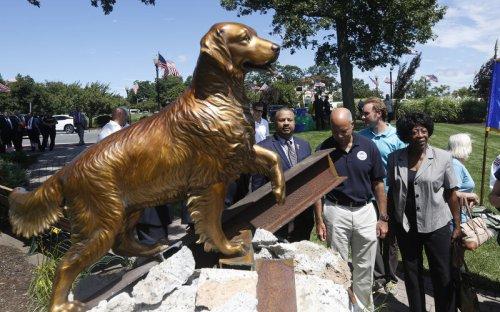 9_11 dog statue